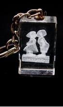 Sleutelhanger kristal jongen en meisje op klompen